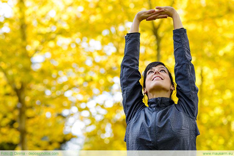 Dehnübungen gehören mit zu einer Mausarm Therapie