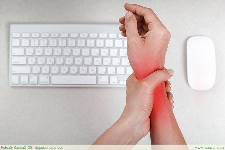 Ursachen eines Mausarms - Schmerzen im Handgelenk bei der Arbeit mit der Computermaus